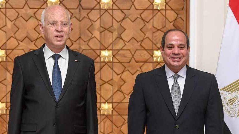 مصر ترسل طائرتين عسكريتين محملتين بالأكسجين لتونس